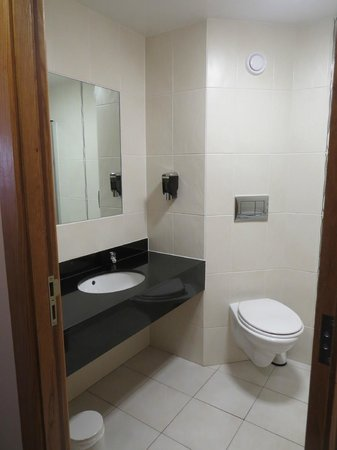 Westport Woods Hotel: bathroom