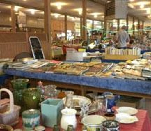 ‪‪Monticello‬, ‪Minnesota‬: Indoor vendors only Sat.-Sun. 8-3 at Osowski's Flea Market, Monticello, MN‬