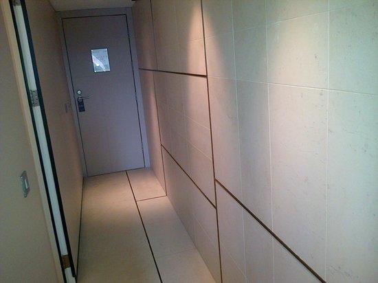 Sense Hotel Sofia: Loooong room corridor
