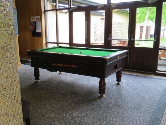 Westport Woods Hotel: Bar area