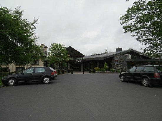 Westport Woods Hotel: Front of hotel