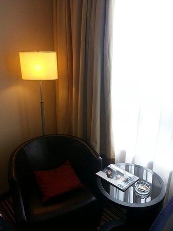 Courtyard St. Petersburg Center West/Pushkin Hotel: Fauteuil de la chambre