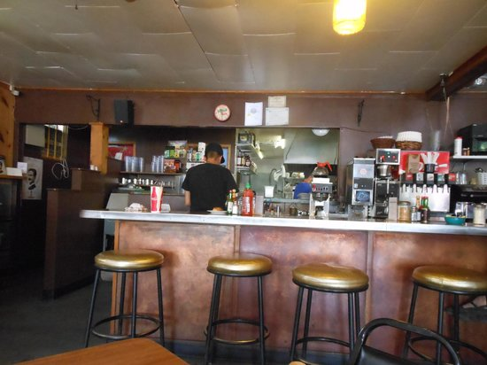 Taos Diner : Counter & kitchen