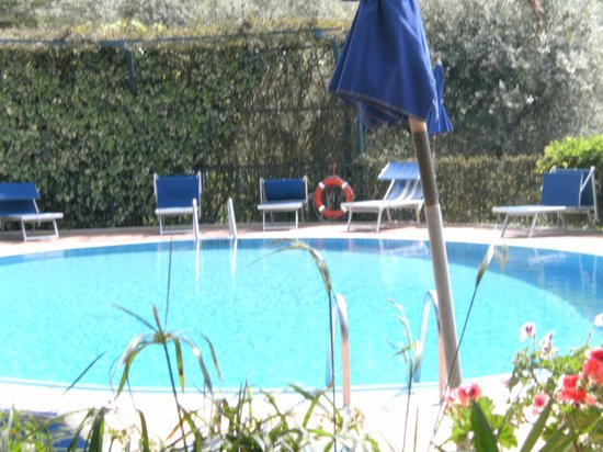 Hotel La Badia: The pool area was a real suntrap