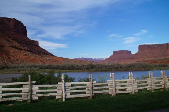 Red Cliffs Lodge: Blick auf den Colorado