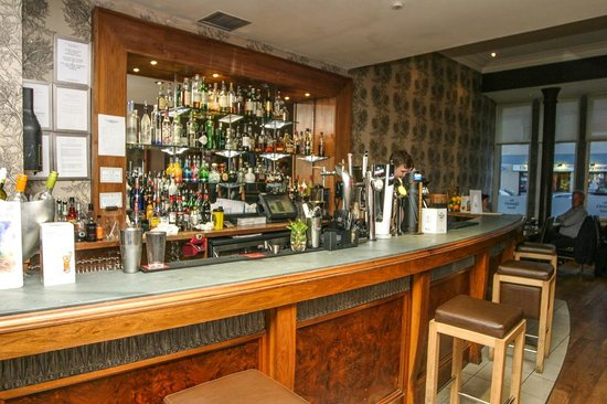 The Queen's Hotel: Barbereich