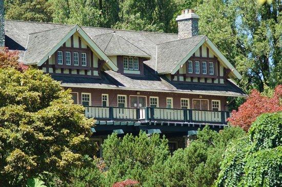 Hotels Near Deer Lake Park Burnaby