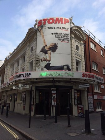 Ambassadors Theatre - Stomp