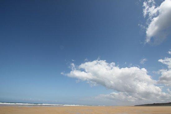 Madame Vacances Villas La Prade: Face a la mer le son de l'océan berce nos sens et les vagues nous attirent inexorablement...