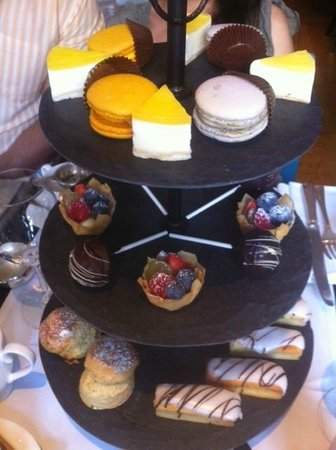 The Pelham: Sweet and cakes trays