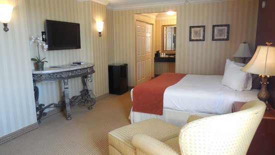 The Hotel Lancaster: Beautiful Classic King Accommodations