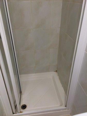 Gresham Hotel: Mouldy shower