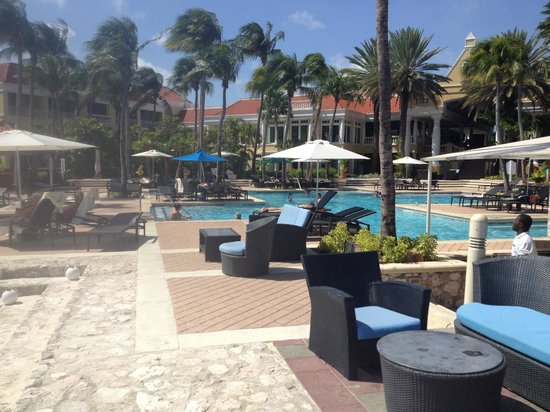 Curacao Marriott Beach Resort & Emerald Casino: Piscina