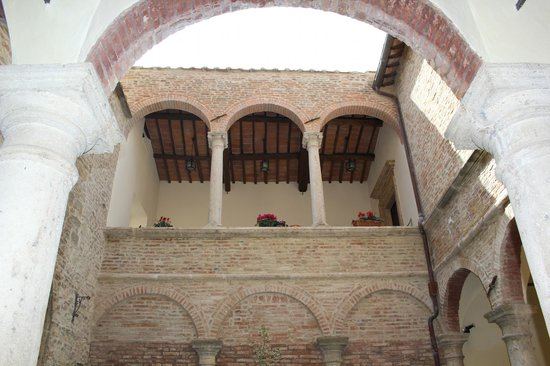 Meuble il Riccio : View of our private vestibule from courtyard