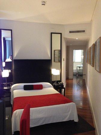 Quatro Puerta del Sol Hotel: Quatro-Room view 2