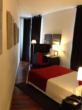 Quatro Puerta del Sol Hotel: Quatro-Room view 1