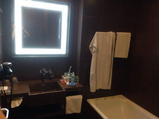 Hotel Novotel Moscow Sheremetyevo Airport: Bathroom