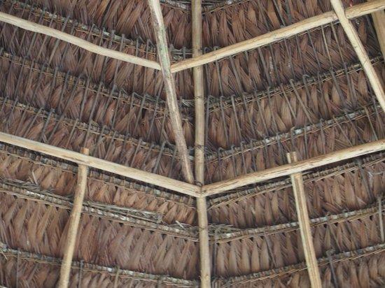 Abundancia Amazon Eco Lodge : craftsmanship of roof