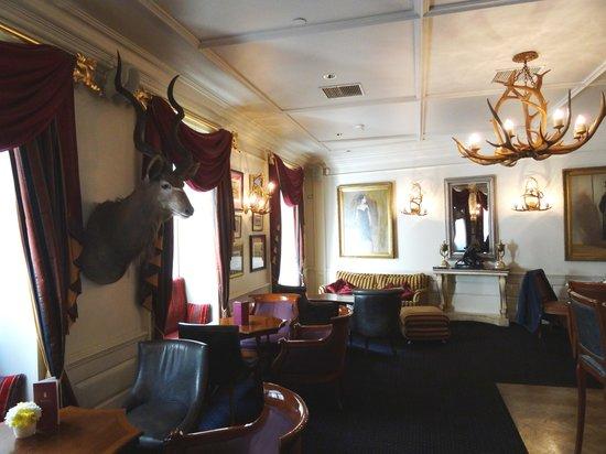 Grand Palace Hotel: Le bar