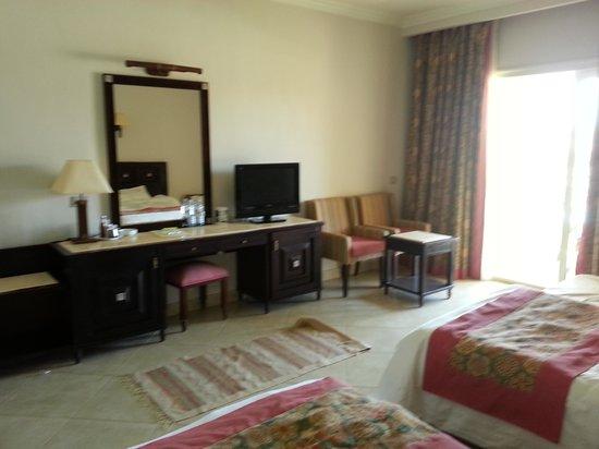 Tirana Aqua Park Resort: 'Family Room / Pool view'