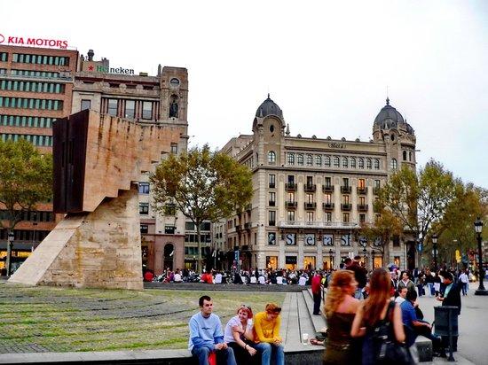Plaza de Cataluña: Placa Catalunya