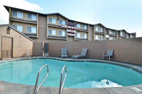 Clackamas Inn & Suites: Pool