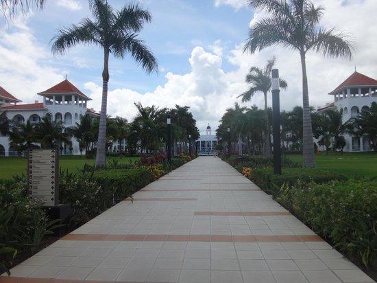 Hotel Riu Palace Mexico: Looking back at resort
