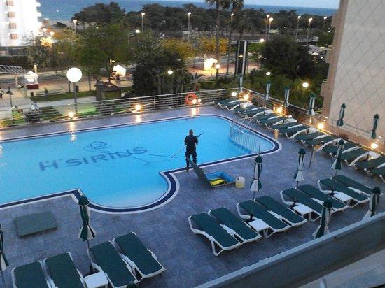 Hotel Sirius : Schoonmaak van het zwembad