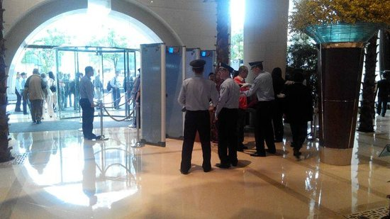 The Westin Bund Center Shanghai : Security checkpoint