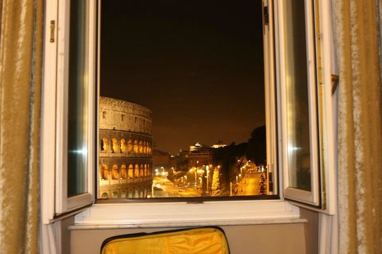 Palazzo Manfredi - Relais & Chateaux : Night shot from the window
