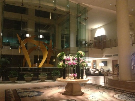 Omni Los Angeles at California Plaza: Hotel lobby
