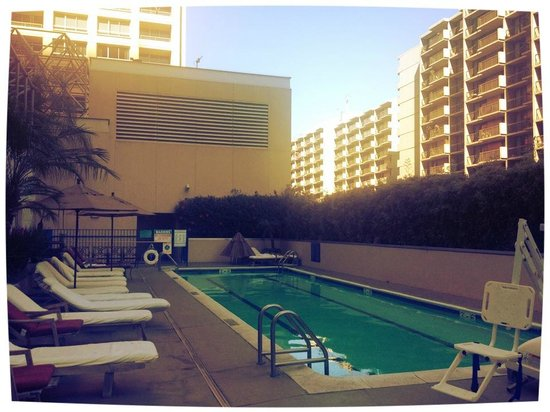 Omni Los Angeles at California Plaza: Pool area