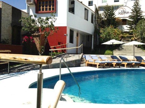 Hotel Villa Jazmin: Pool and rooms