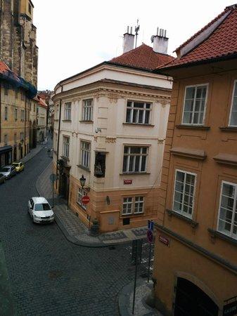 Royal Route Mansions: Den hyggelige gade set fra vinduet i stuen