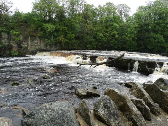 The King's Head Hotel : Nearby River Swale Falls
