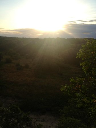 Sage Hill Inn & Spa: Trail to Overlook above Onion Creek (dry) at sunset