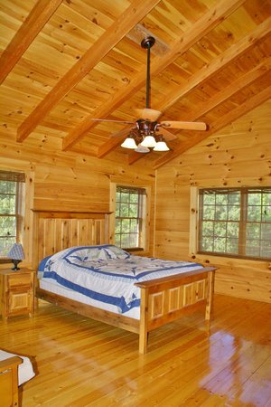 Rustic Cabins: Loft bedroom