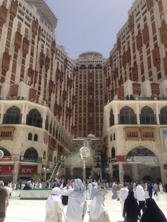 Makkah Millennium Towers: Road Between Hilton and Clock Tower