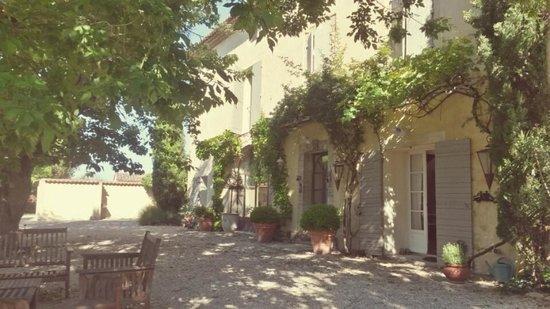 Côté Provence : front of guest house