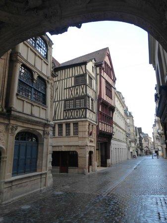 Rue du Gros Horloge : Interesting Architecture