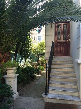 Hotel Villa les Cygnes : Front door