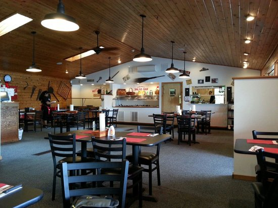 Bubba's BBQ: Inside dinning. Yes it's empty because we are eating at 3:00 on a Monday