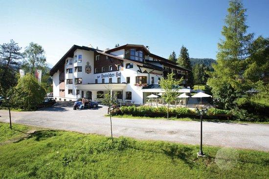 Biohotel Leutascherhof: Hotel Außenansicht Sommer