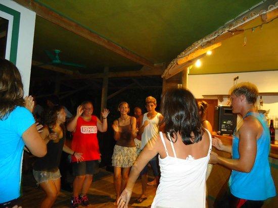 Jungle Cafe Utila Honduras: Having fun at the Jungle Cafe!!