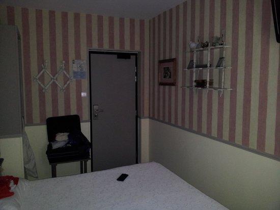 Hotel de l'Avre: Zimmer 26 Gegenseite