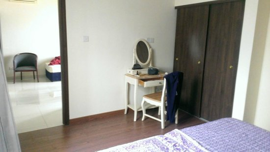 Zening Resorts: Состаренная мебель