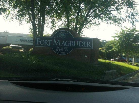 Fort Magruder Hotel : Front of Hotel
