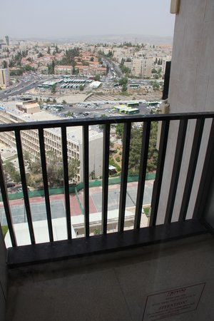 Crowne Plaza Hotel Jerusalem: balcony bedroom n2