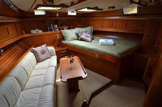 Sail Hasty Heart - Day Tours: Luxury below on the Hasty Heart