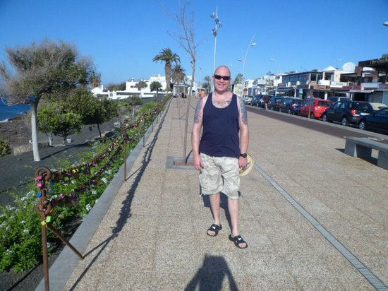 Hyde Park Lane: The Promenade